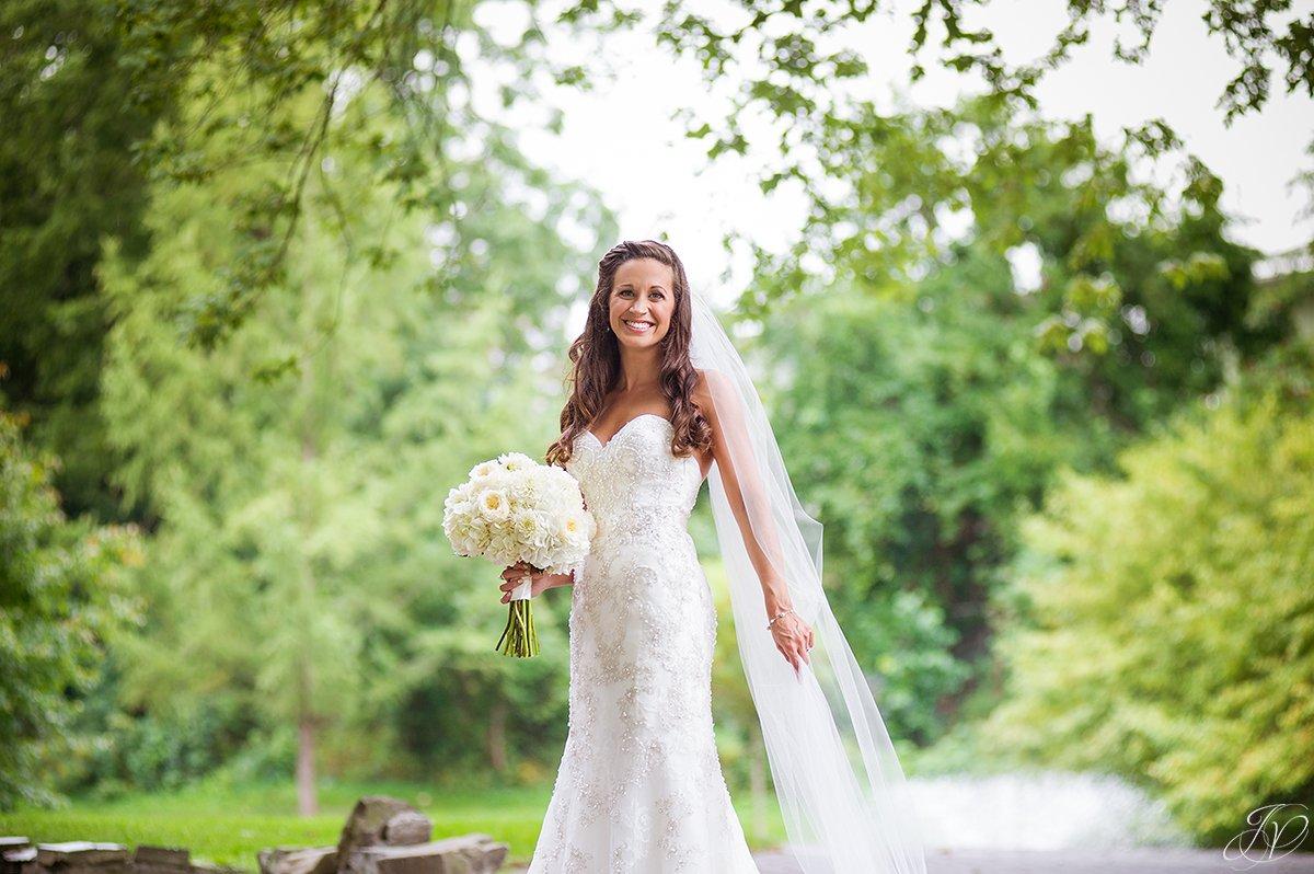 bridal portrait long flowing veil