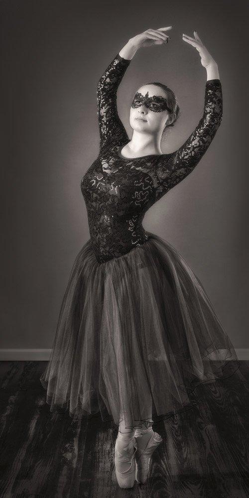 Black and white senior portrait of ballet dancer